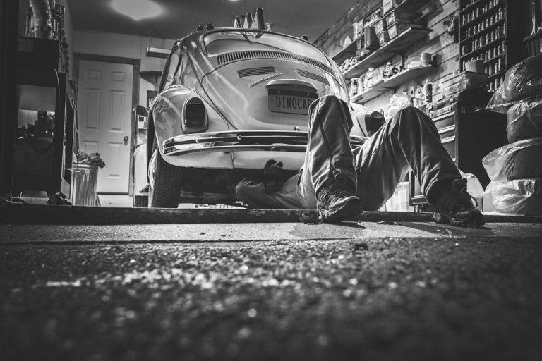 Autoteile zu guten Preisen - ein Auto einpacken